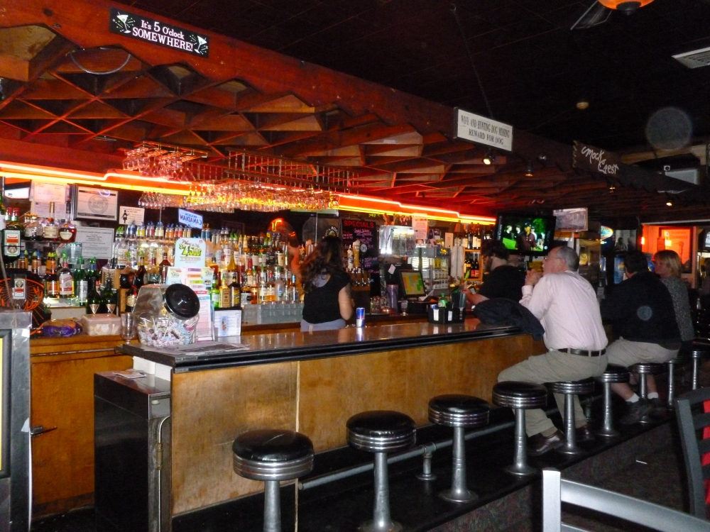Mock Crest Tavern - A North Portland Classic (2/6)