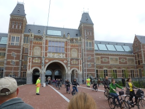 The museum has on display 8,000 objects of art and history, from their total collection of 1 million The Ri  Museum in Amsterdam with objects from the years 1200–2000, among which are some masterpieces by Rembrandt, Frans Hals, and Johannes Vermeer