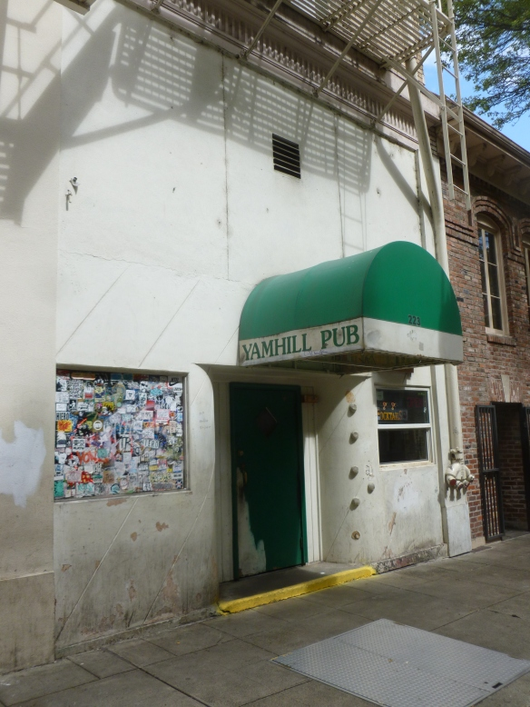 the Yamhill Pub - Dive or Grunge - or is there a difference?