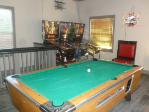Spacious game room upstairs....